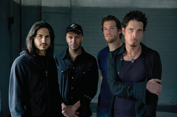 "Audioslave Members Play ""Like a Stone"" in Tribute to Chris Cornell"