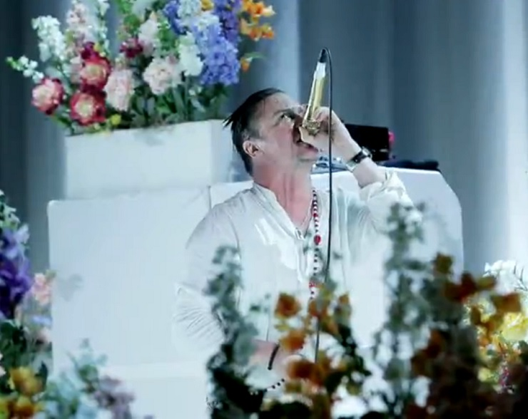 "Faith No More ""Superhero"" / ""Epic"" (live on 'Last Call with Carson Daly')"