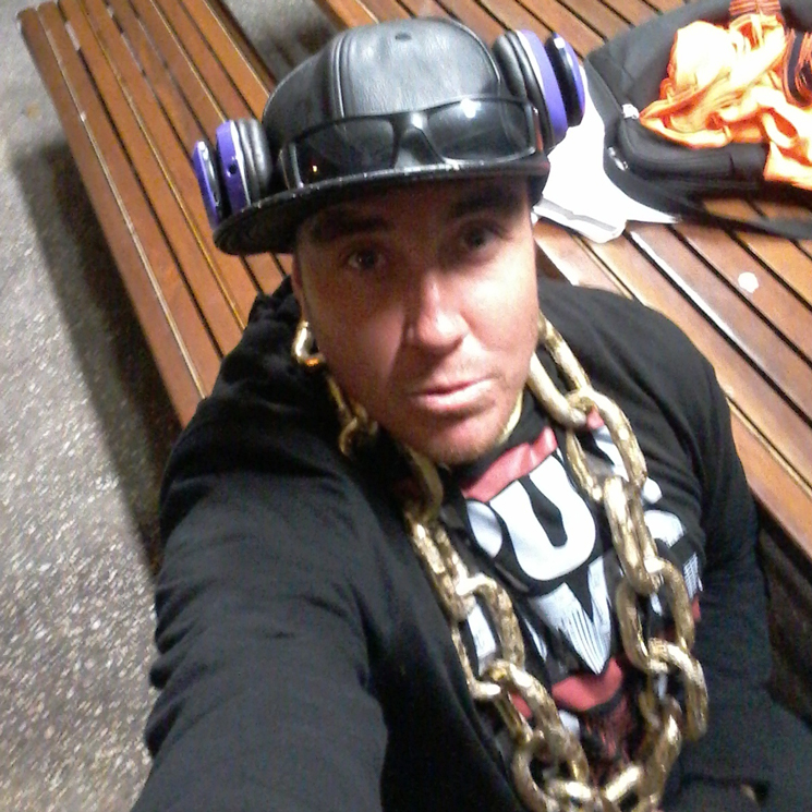Aussie Rapper Pulls a Dine-and-Dash on $600 Seafood Bill by Fleeing into the Ocean