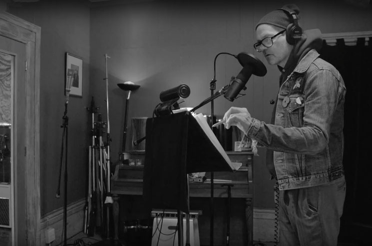 Watch Gord Downie Record the Final Track from 'Introduce Yerself'