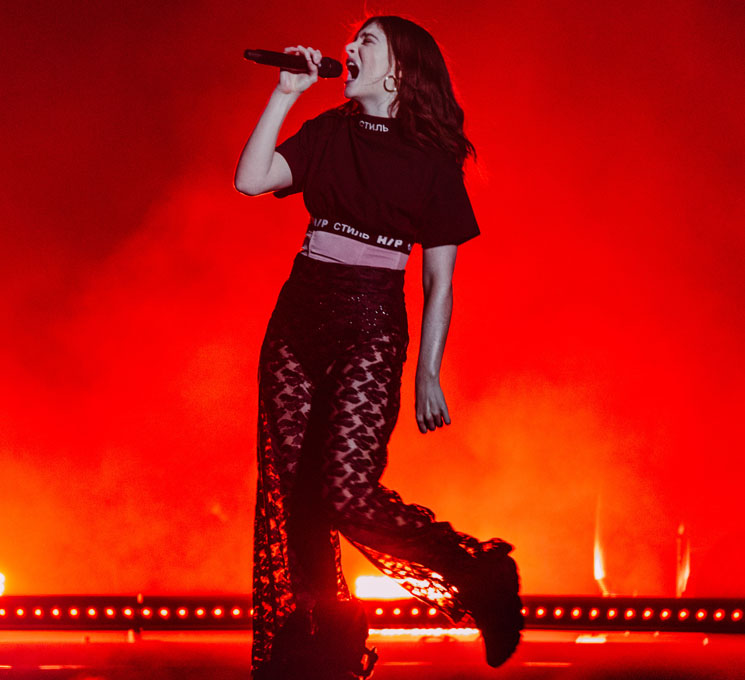 "Watch Lorde Cover Drake's ""Shot for Me"" Live in Toronto"