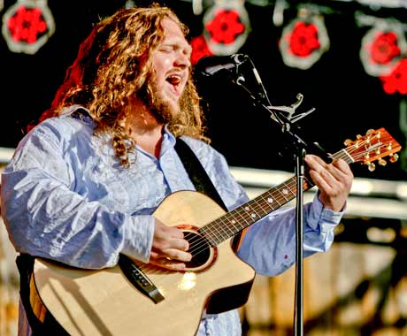 "Matt Andersen Discusses Writing ""Songs That People Can Relate to"" with 'Weightless'"