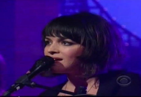 Norah Jones 'Happy Pills' / Full 'Live on Letterman' Performance (video)