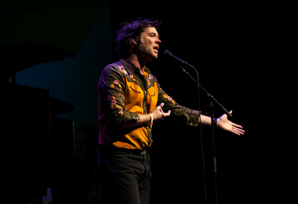 "​Rufus Wainwright Plots ""All These Poses"" Anniversary Tour"