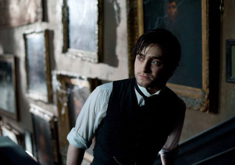 Dig Into Reviews of 'The Woman in Black,' 'Big Miracle,' 'Chronicle' and More in Our Film Roundup