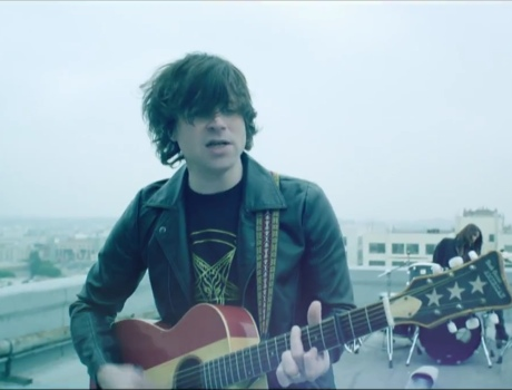 "Ryan Adams ""Chains of Love"" (video)"
