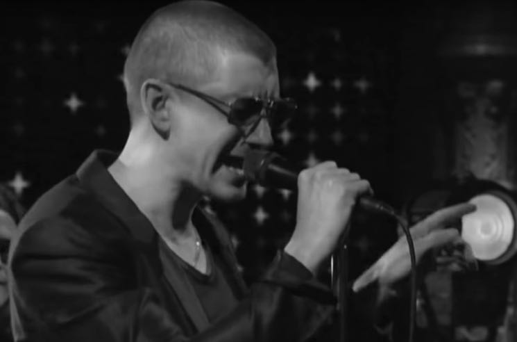 ​Arctic Monkeys Fans Have a Lot of Thoughts About Alex Turner's Newly Shaved Head