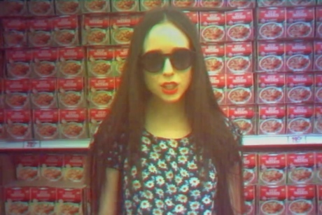 "Allie X ""Bitch"" (video)"