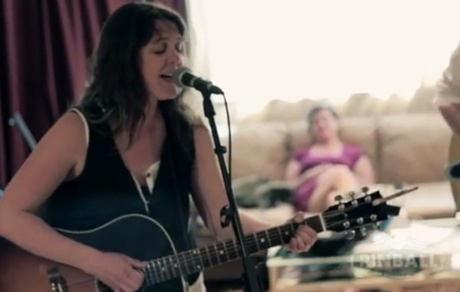 "Amelia Curran ""Blackbird"" (Pinball Sessions video)"
