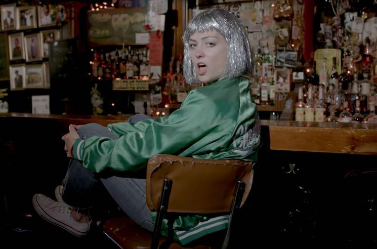 """Angel Olsen """"Shut Up Kiss Me"""" (video)"""