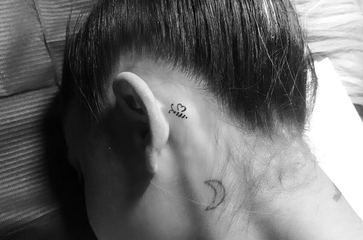 ​Ariana Grande Commemorates the City of Manchester with a Bee Tattoo