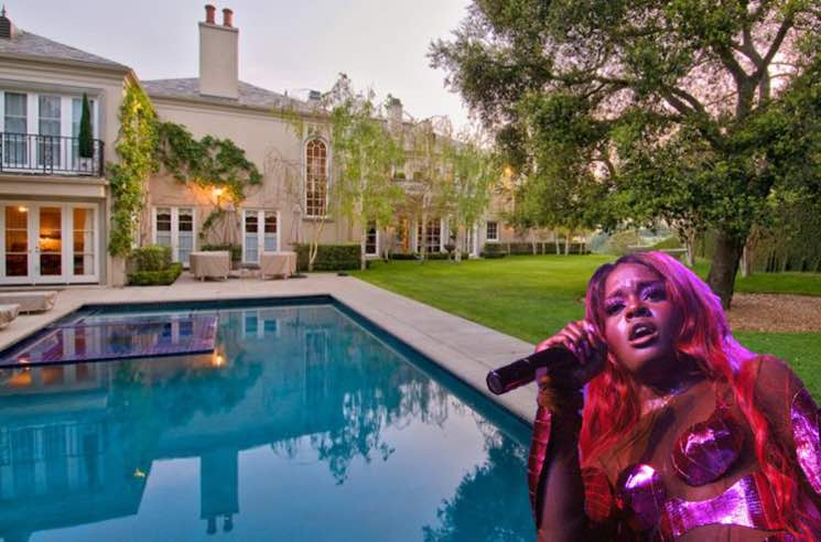 Azealia Banks Is Alone in Elon Musk's House Waiting for Grimes to Show Up and Collaborate