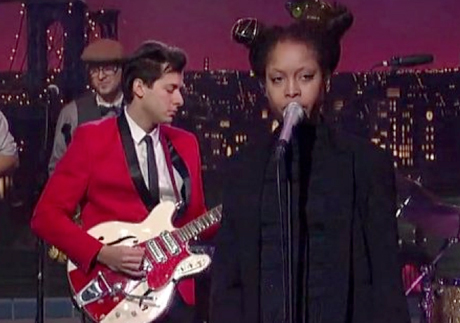 Mark Ronson 'A La Modeliste' (ft. Erykah Badu) (live on 'Letterman')