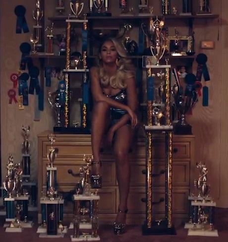 """Beyoncé """"Pretty Hurts"""" (video)"""