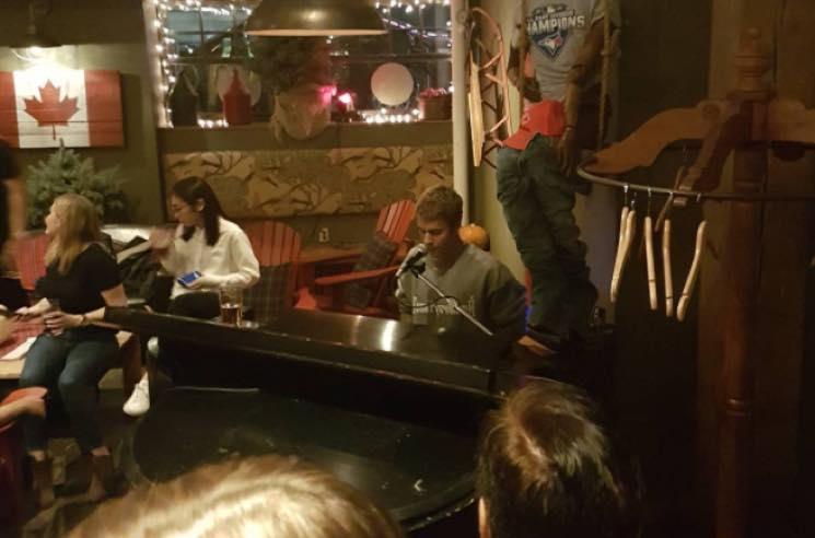 Watch Justin Bieber Play Piano for Patrons at a Random Toronto Bar