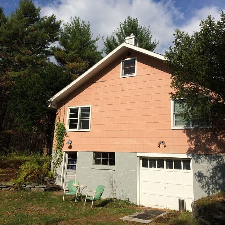 "Bob Dylan and the Band's ""Big Pink"" House Available as Vacation Rental"