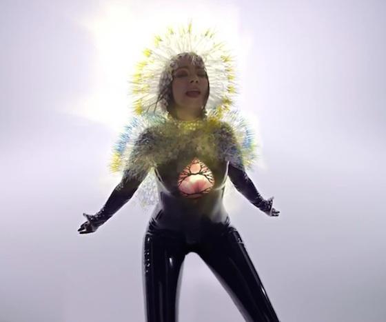Björk 'Lionsong' (video)