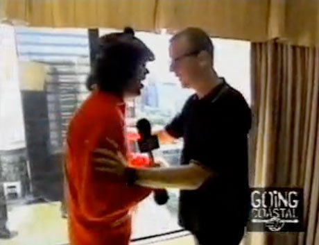 Blur's Dave Rowntree Apologizes for 2003 Attack Against Nardwuar