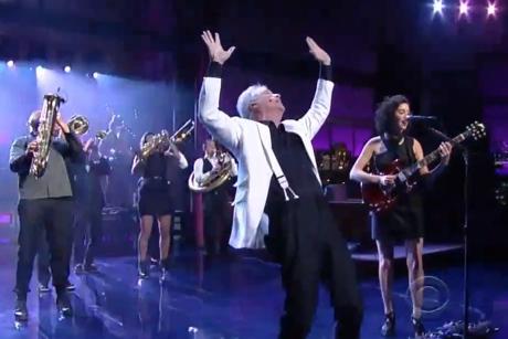 David Byrne & St. Vincent 'I Should Watch TV' (live on 'Letterman')