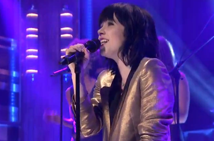 Carly Rae Jepsen 'Run Away with Me' (live on 'Fallon')