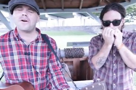 "Chuck Coles and Chuck Ragan Perform ""Bottom of a Well"" on Exclaim! TV"