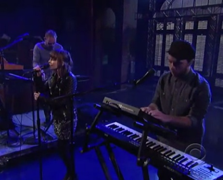 "Chvrches ""We Sink"" (live on 'Letterman')"