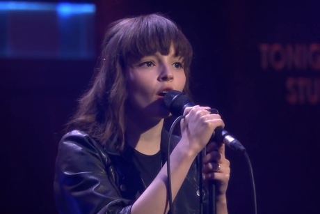 Chvrches 'Recovery' (live on 'Fallon')