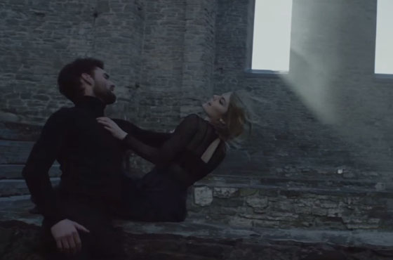 "Coeur de pirate ""Carry On"" (video)"