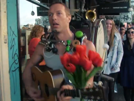 "Coldplay ""A Sky Full of Stars"" (video)"