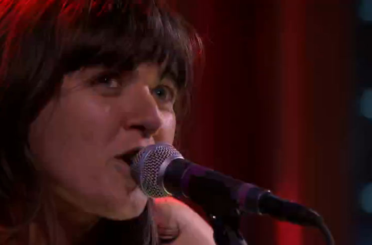 Courtney Barnett 'Pedestrian at Best' (live on 'Fallon')