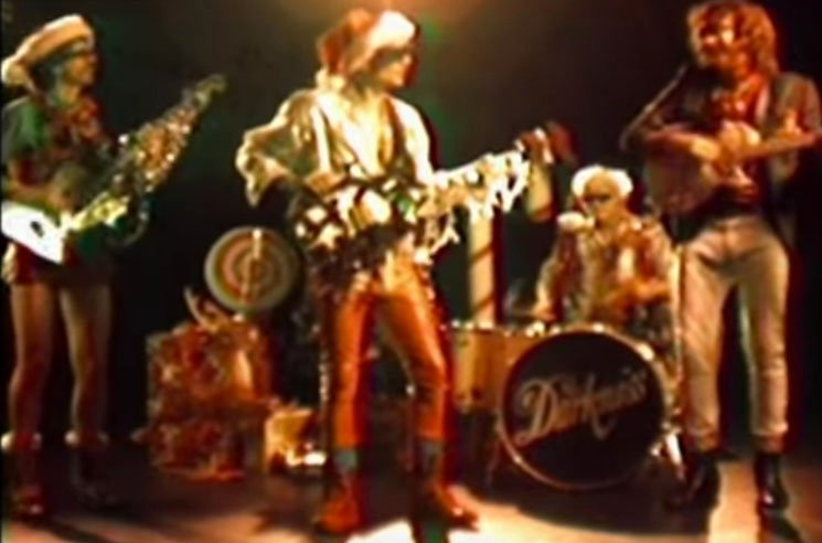 "The Darkness ""I Am Santa"" (video)"