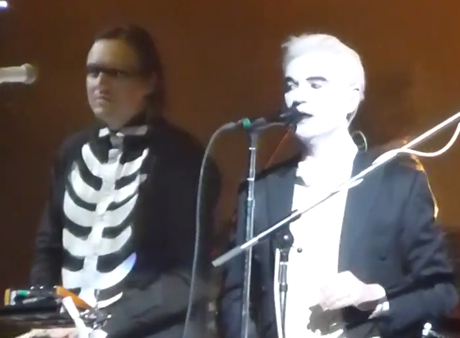 """Arcade Fire """"Dream Baby Dream"""" (ft. David Byrne) (Suicide cover) (live video)"""
