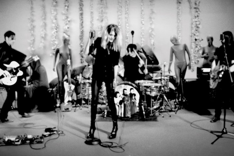 "The Dead Weather ""I Feel Love (Every Million Miles)"" (live video)"