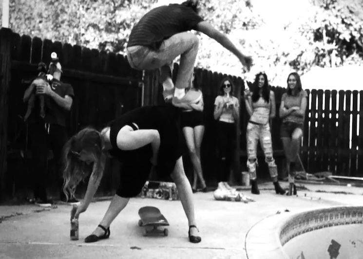 Tom DeLonge 'Circle-Jerk-Pit' (video)