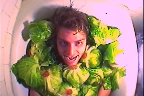 "Mac DeMarco ""Passing Out Pieces"" (video)"