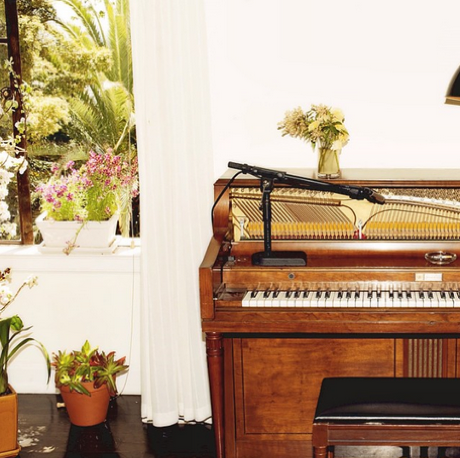 "Emile Haynie ""A Kiss Goodbye"" (ft. Dev Hynes, Charlotte Gainsbourg and Sampha)"