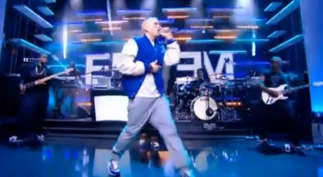 """Eminem """"Berzerk"""" (live on 'Le Grand Journal')"""