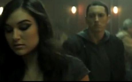 Eminem 'Space Bound' (video)