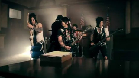 Falling in Reverse 'The Drug in Me Is You' (video)