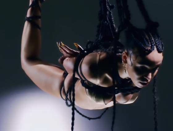 "FKA twigs ""Pendulum"" (video)"