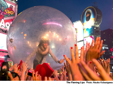 """The Flaming Lips """"Knives Out"""" (Radiohead cover) (live video)"""