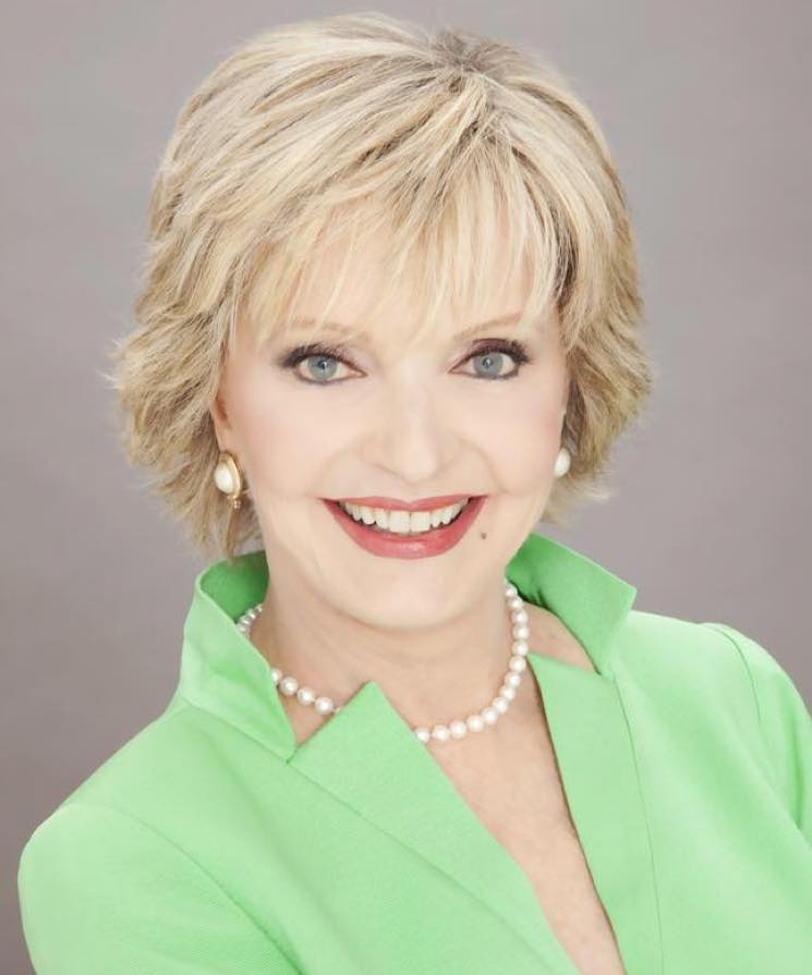 ​'Brady Bunch' Mom Florence Henderson Dies at 82