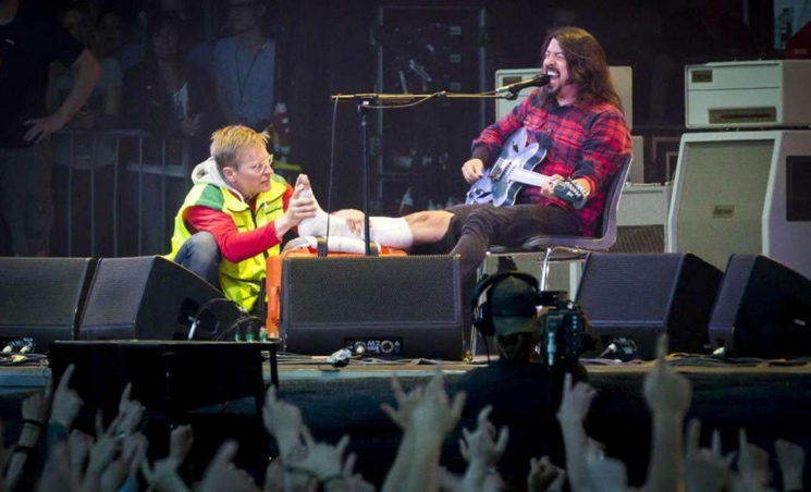 Dave Grohl Breaks Leg at Foo Fighters Concert