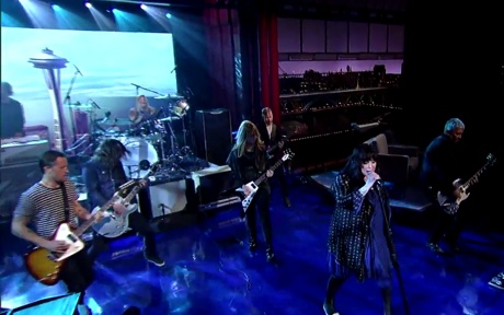"""Foo Fighters """"Kick It Out"""" (Heart cover) (live on 'Letterman')"""