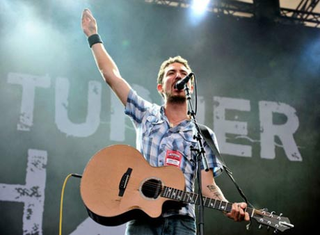 Frank Turner Announces 'Last Minutes and Lost Evenings' Collection
