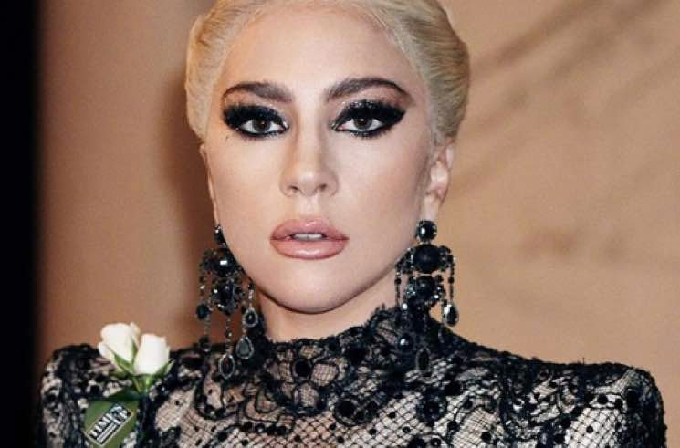 Lady Gaga Apologizes for Working with R. Kelly