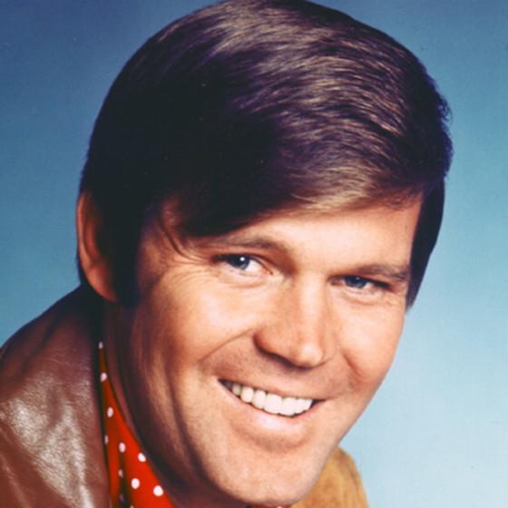 """Rhinestone Cowboy"" Singer Glen Campbell Dead at 81"