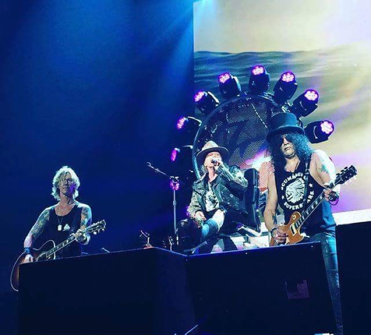 Axl Rose Returns Dave Grohl's Throne... in Pieces