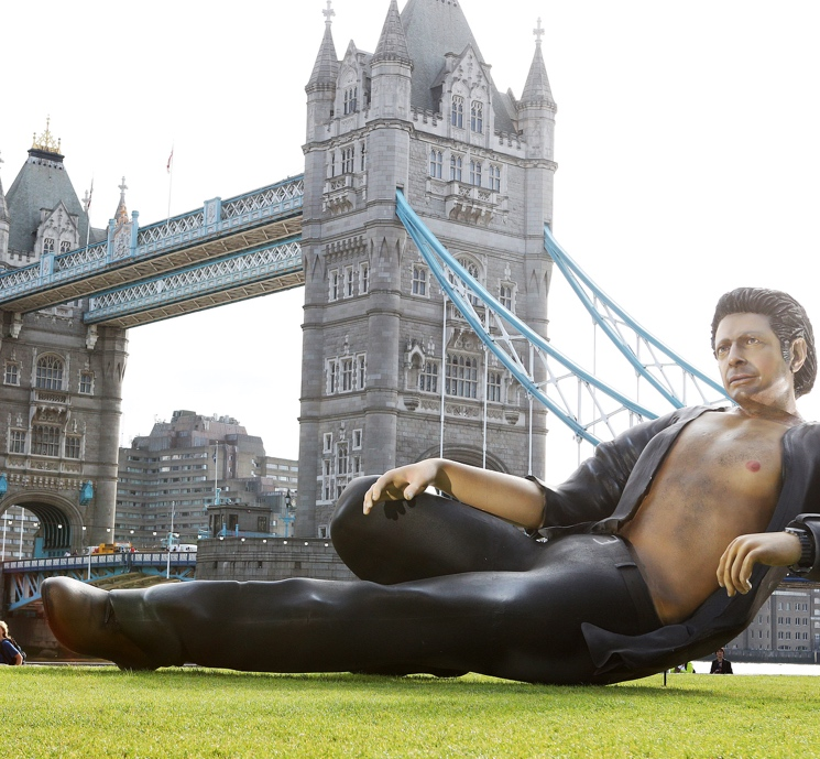 "Jeff Goldblum ""Honoured"" with Horrifying Half-Naked Statue in London"