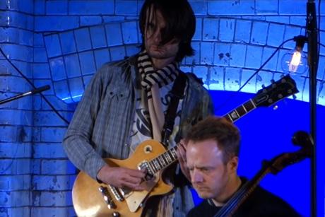 Jonny Greenwood 'Loop' (live video)
